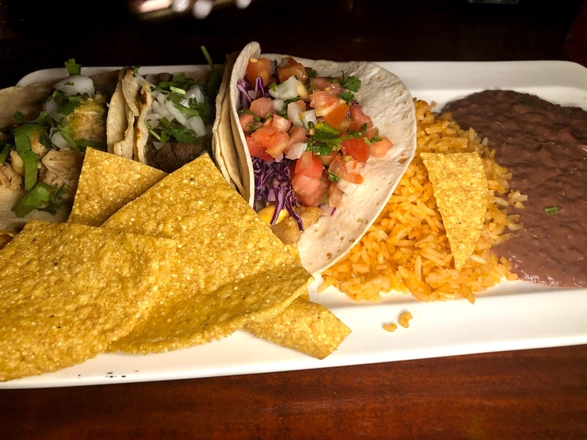 Tres Tacos Mexicanos Plate $4150 CRC   $7 USD